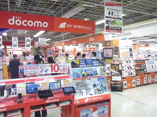 【家電量販店レポート】スマートフォン2012年夏モデルはどの機種が人気? 『iPhone』の売れ行きは? 売り場で聞いてみました