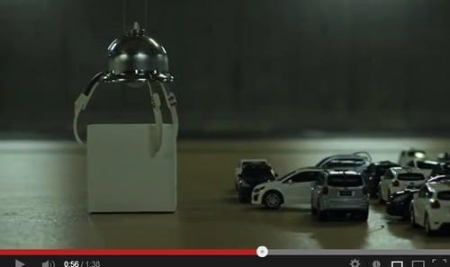ロボットアームが箱を除去