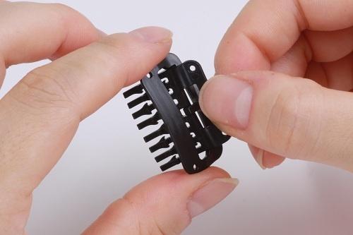 薄毛の悩みを解消する増毛テクノロジーの進化 樹脂製のカツラ留め具が登場
