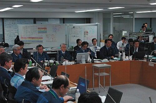 4月15日におこなわれた「福島原子力発電所事故対策統合本部」会議の様子