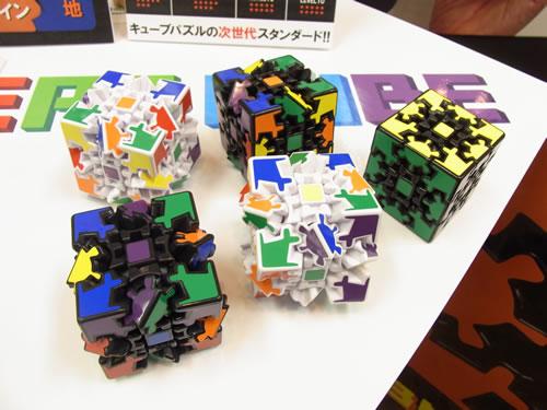 タカラトミーアーツは『ルービックキューブ』タイプのキューブパズル新製品『3D ギアキューブ』を出展