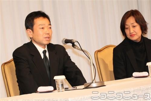 立川談志さんの遺族、長男・松岡慎太郎さん(左)、弓子さん(右)