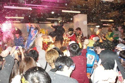 """【イベントレポート】日本の伝統行事""""豆まき""""を全力で楽しむ『すごい豆まき2013』 その夜 東京タワーで1.5トンの豆が飛び交った"""