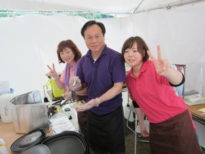 徳島県三好市『みよしB級グルメフェスタ』チームワークばっちりの山口さんご一家