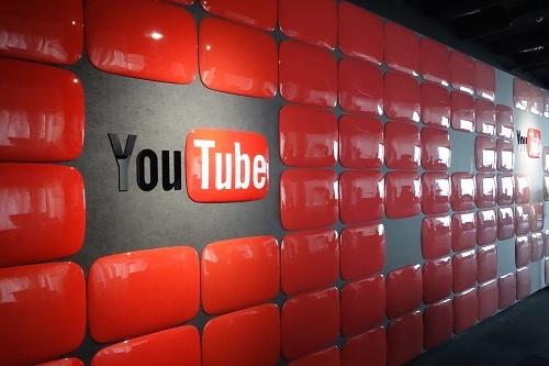 『YouTube』ロゴのオブジェ