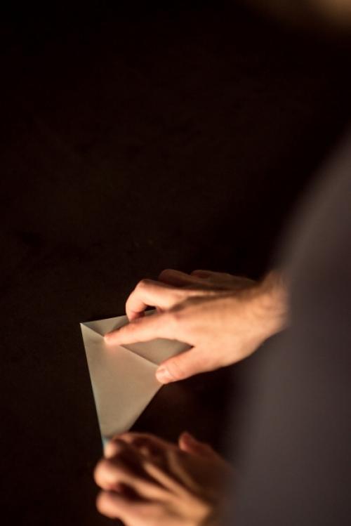 """南アフリカ人折り紙アーティストの""""ミニチュアガミ""""を見れば「外国人=手先が不器用」という先入観が覆る"""