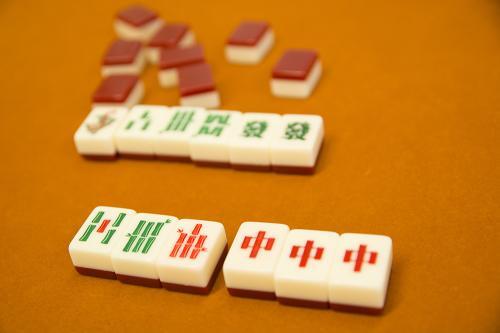 6牌のみで役を作れ! すごろくやが発売する新ミニマル麻雀「すずめ雀」が超面白い!!