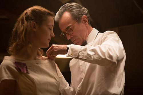 「ギリギリアウトなやつ」「2人だけの毒なら薬になる」衝撃の愛を描いた映画『ファントム・スレッド』