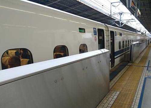東海道新幹線殺傷事件発生によりクローズアップ シートの座面は簡単に外せて護身に有効