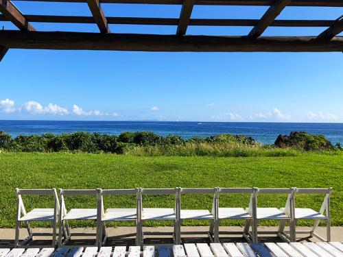 目の前がプライベートビーチなのに1泊2200円! 誰もが絶賛する沖縄のゲストハウス『結家』に宿泊してきた