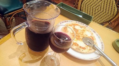イタリア人「グラスをクルクル回してウンチク語る奴はクルクルパー」 『サイゼリヤ』のワインを巡り激論展開