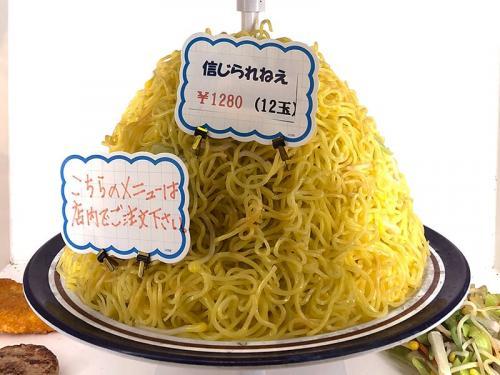 札幌の知られざるB級グルメ『やきそば屋』が凄い!! 好きなソースで味付け&最大12玉のデカ盛り!
