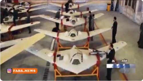 イランのドローン演習がすごすぎる アメリカやイスラエルからパクったドローン編隊が目標を正確に攻撃