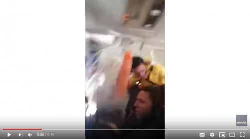 動画:乱気流に巻き込まれた飛行機 乗務員とカートが宙を舞う