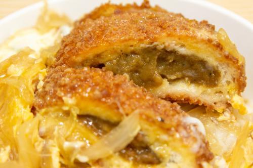 強制卵とじ:カレーパンがあったのでカツ丼にしてみたら「発明」だった