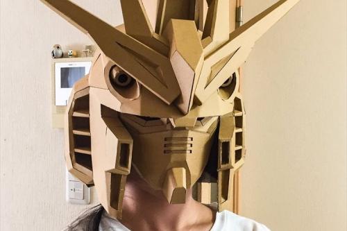 完成度高すぎ!ダンボールで作ったガンダムのマスクが話題に「この勢いで全身も作ってほしい」