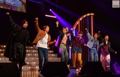 動画レポ:FANTASTIC 6が心躍る懐メロでパフォーマンス!ライブステージ『BACK TO THE MEMORIES』開幕 配信チケットはGoTo対象