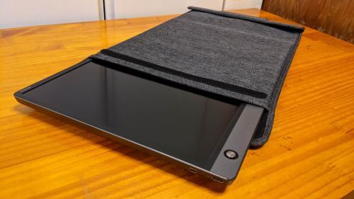 薄型で縦置きにも便利なスリーブケースが付属する15.6型モバイルディスプレイ「ASUS ZenScreen MB16AH」レビュー