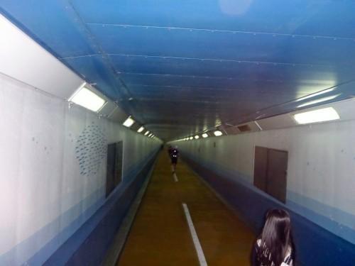 【渡ってきた】本州と九州の海底を歩いて渡れる!歩行者の通行料はタダ!「関門トンネル人道」を踏破して来ました!