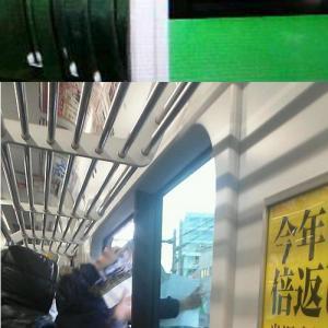 鉄道ファンが電車内から手を出す危険行為 「車内のロングシートを占有」との目撃証言