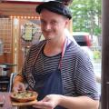 オーナーは陽気なフランス人! 福岡の屋台文化に新しい風を吹き込む「レミさんち」の魅力を探る【福岡・天神】