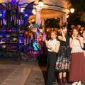 「東京ディズニーシー」港町の祝祭が復活! 妖しく美しいデコレーションにコワ可愛いフードでハロウィーン大...
