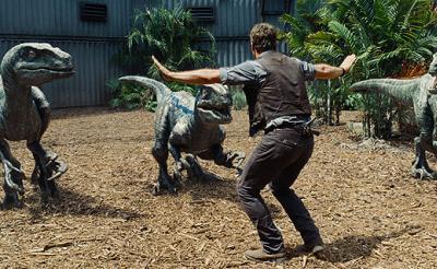 【映画クロスレビュー】全シリーズ中最高の恐竜シーンに大興奮! 最後にはホロリ『ジュラシック・ワールド』