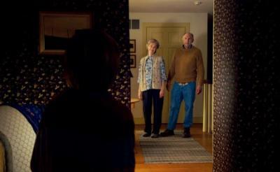 """【敬老の日だよ】映画『ヴィジット』より""""3つの約束""""を強制する祖父母画像解禁 なにこれ不気味……[ホラー通信]"""