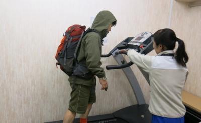 """『エヴェレスト 神々の山嶺』で岡田准一さんらが挑んだ""""4000m地点""""ってどんな感じ? 低酸素室に入ってみた"""