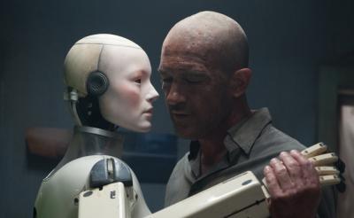 【動画】色男バンデラスがロボットとロマンティックダンス! 近未来SF『オートマタ』本編映像