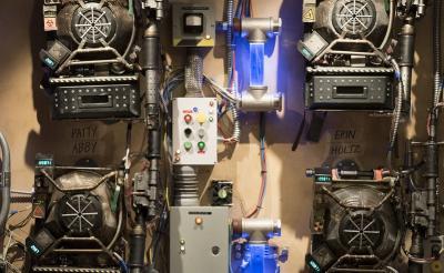 『ゴーストバスターズ』の「プロトンパック」は実現可能?! MITの物理学者が全面協力