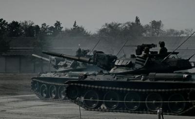 """74式が10式に立ち向かう! 全身で""""戦車体験""""出来るアトラクション4D『戦車ライド』本予告編"""