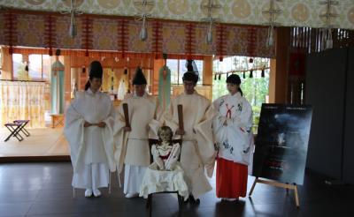 【動画】『アナベル 死霊人形の誕生』のアナベルが神社で祈祷を受ける[ホラー通信]