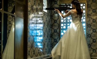 手斧・短刀・鉄アレイ……あらゆる武器が入り乱れ! 韓国狂気全開アクション『悪女』に登場する武器の数が多すぎる