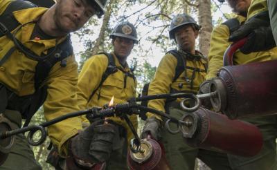 史上最大の山火事に立ち向かう漢達……消化に水は使わない?!『オンリー・ザ・ブレイブ』本編映像