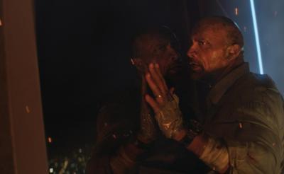 映画『スカイスクレイパー』いくら何でも危険すぎな本編映像解禁! ドウェイン演じる最強パパのドジっ子シーン