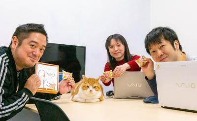 """『トラさん~僕が猫になったワケ~』出演猫・金時が編集部会議に参加?! """"肉球""""チョコでスタッフを激励"""