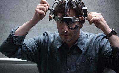 キアヌ・リーブスが最先端テクノロジーで狂乱?! 映画『レプリカズ』の個性的なガジェットたち