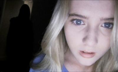 ホラー映画と言えば美女の絶叫! 『パラノーマル4』主演の金髪美女は15歳の現役高校生