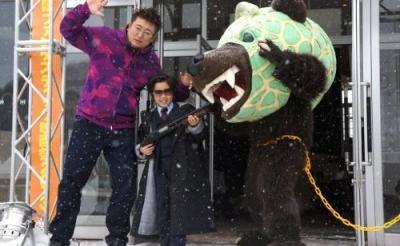 50歳役を演じた鈴木福君、メロン熊と共演! 声優ファンも注目の『コドモ警察』
