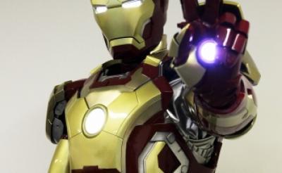『アイアンマン』の最新型スーツ<アイアンマン・マーク42>を着てみた! かっこよすぎィ!