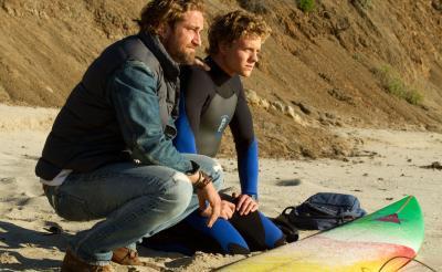 「波に連れ去られて死ぬかと思った」ジェラルド・バトラーが挑んだ過酷な撮影とは
