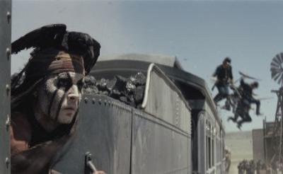 どうやって撮影しているのかわけがわからないよ! 『ローン・レンジャー』のド派手機関車アクション動画