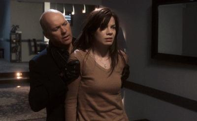 帰宅した暗い部屋に誰かがいたら? 全盲の女性は強盗殺人犯から逃げられるのか……スリラーサスペンス『ブラインド・フィアー』