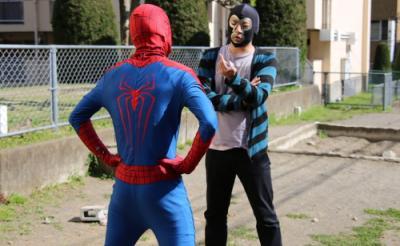 """【動画】「人のマスクをパクリやがって!」横山緑とスパイダーマンが""""マスクマン""""対決"""