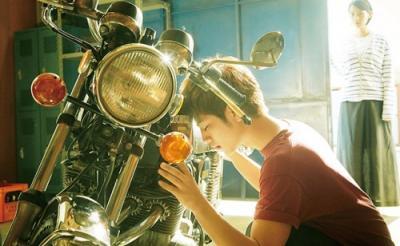 映画『ホットロード』春山が乗るプレミアムバイク「ヨンフォア」を完全再現!