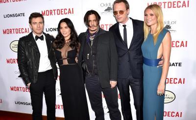 """『チャーリー・モルデカイ』L.A.プレミアが開催 愛娘はジョニデの新キャラに興味なし? 「父親は""""変わり者""""だと気付いたらしいんだ」"""