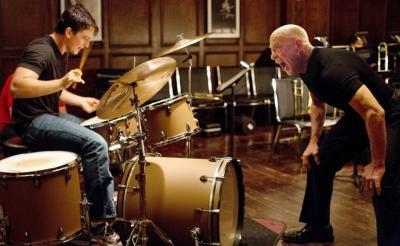 激しい罵倒 さく裂する張り手 映画『セッション』J・K・シモンズの鬼教師っぷりがヤバい