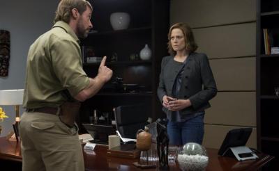 「夢のキャスティング」と監督も大興奮 ヒューとシガニーがノリノリで共演する映画『チャッピー』