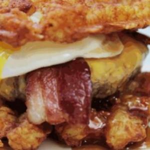 【飯テロ】アメリカ人が早死にしてでも食べたいワッフルバーガー 1個で2000キロカロリー以上!?